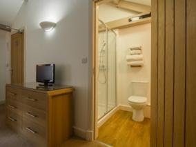 EastByre_BEdroom3_MASTER_Ensuite-NEW_284x213.jpg